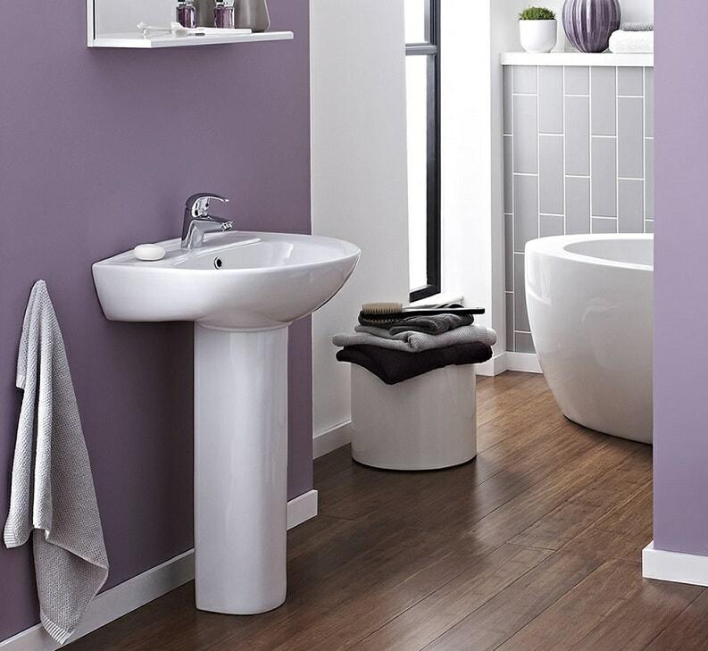 Pedestal basin with mono tap