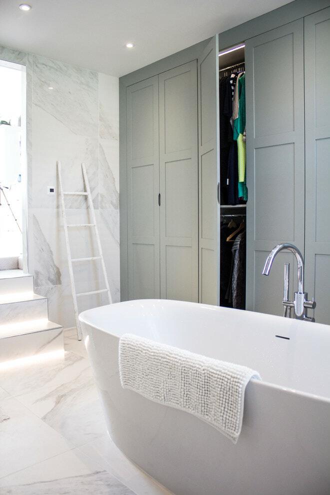 Integrated bathroom storage cabinets