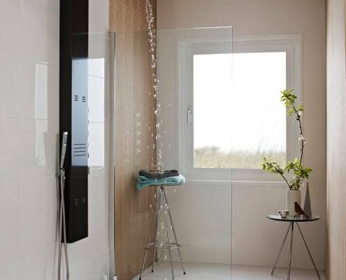 Modern wet room with shower tower and shower screen