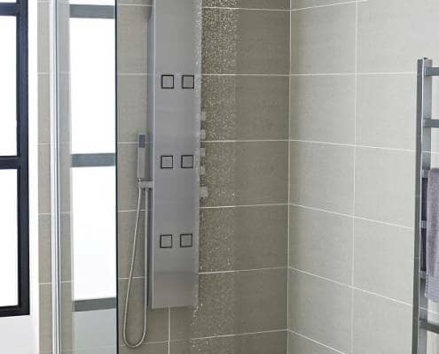 Wet room with shower tower and tiles