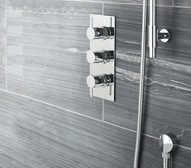 Concealed shower valve with 3 controls