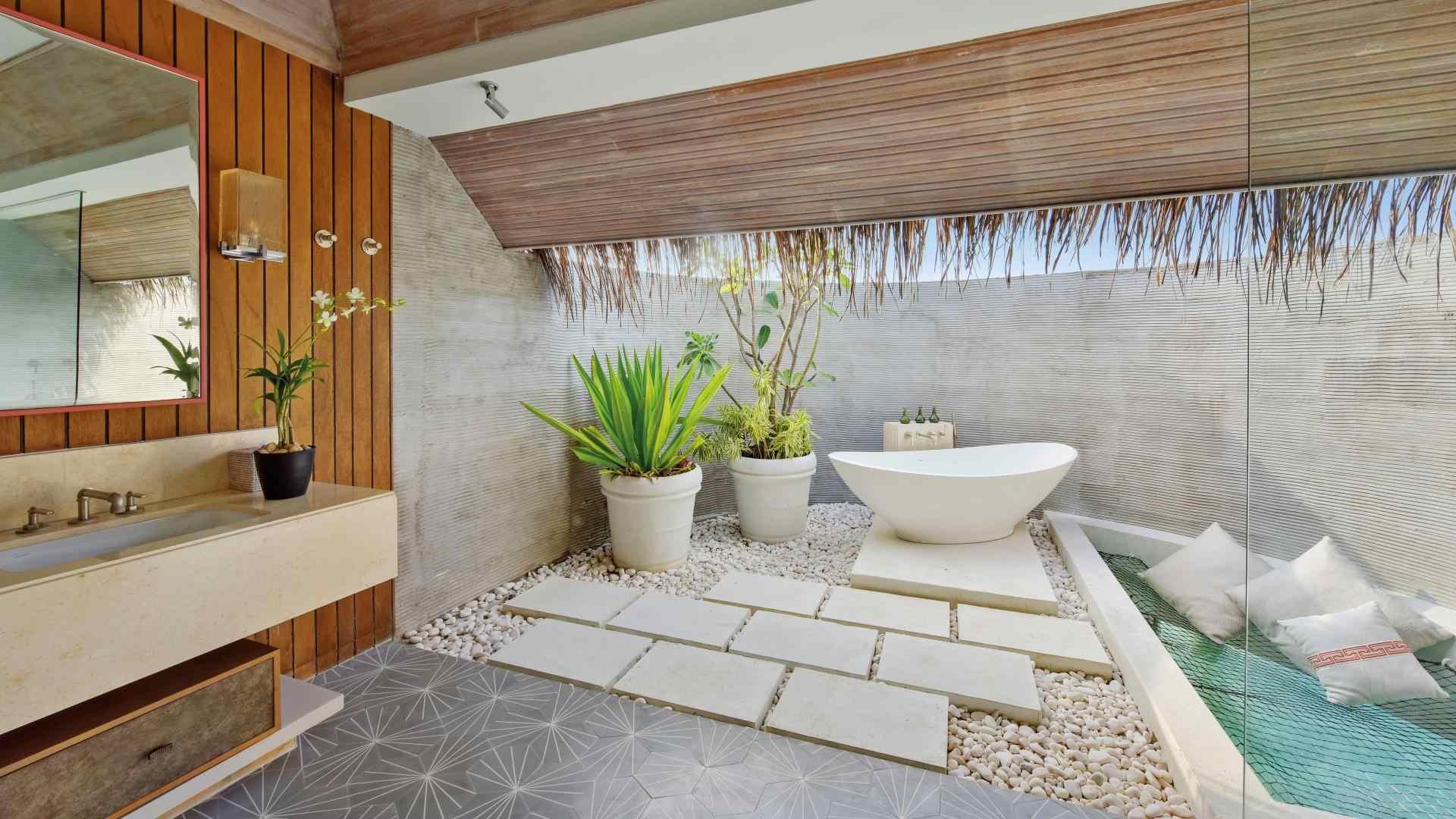 Kanuhura luxury bathroom
