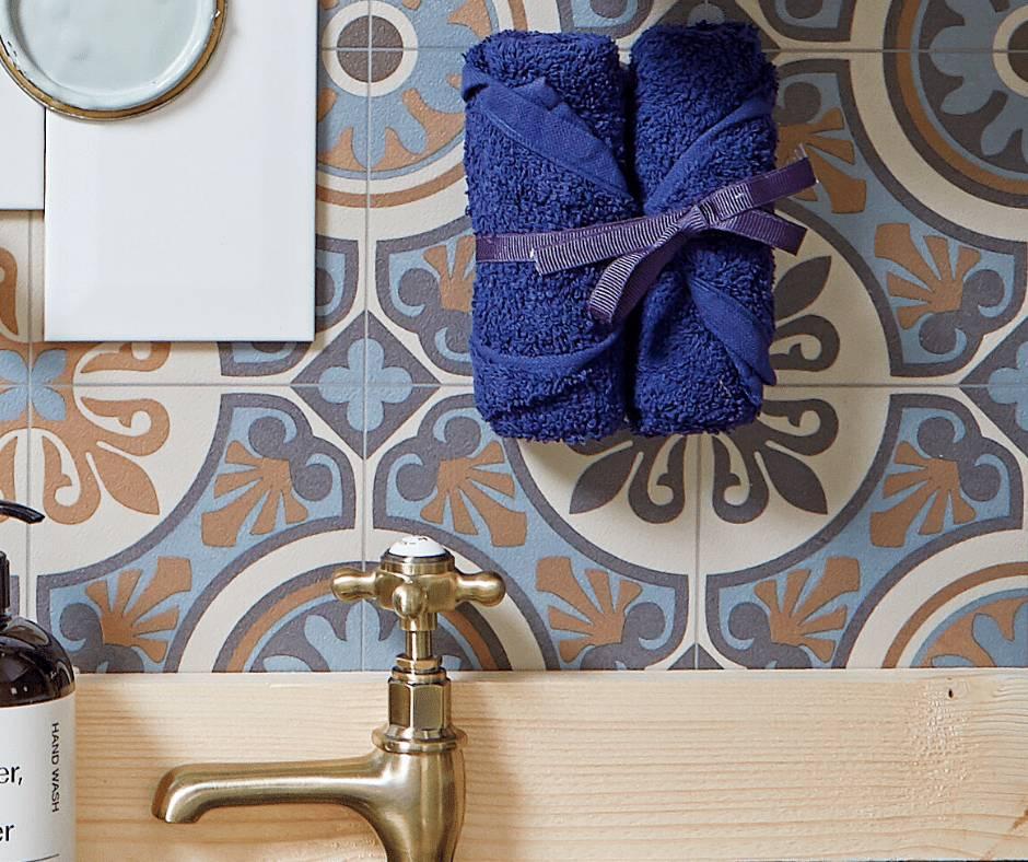 navy blue bathroom accents