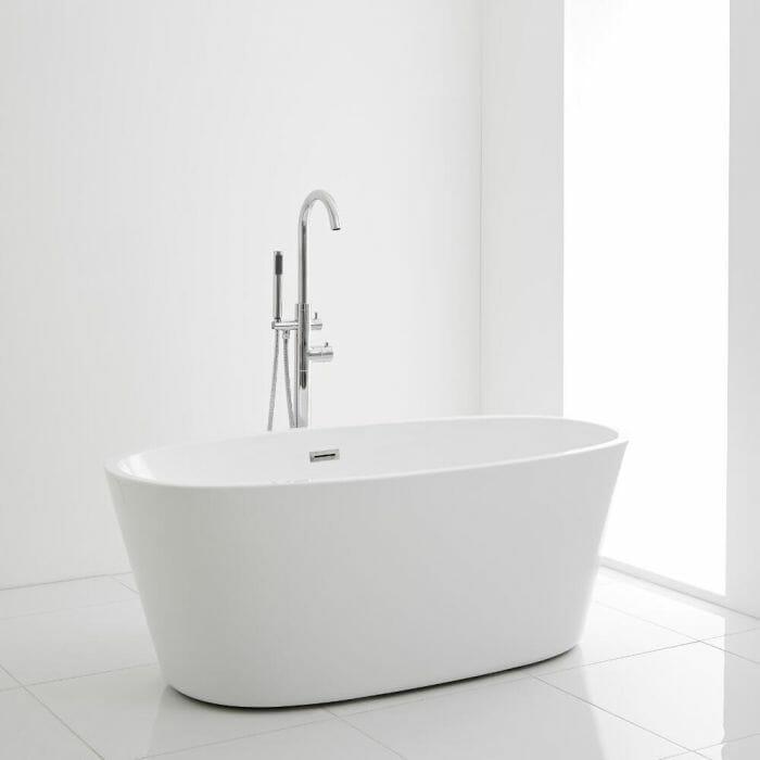 Spa-like freestanding bath