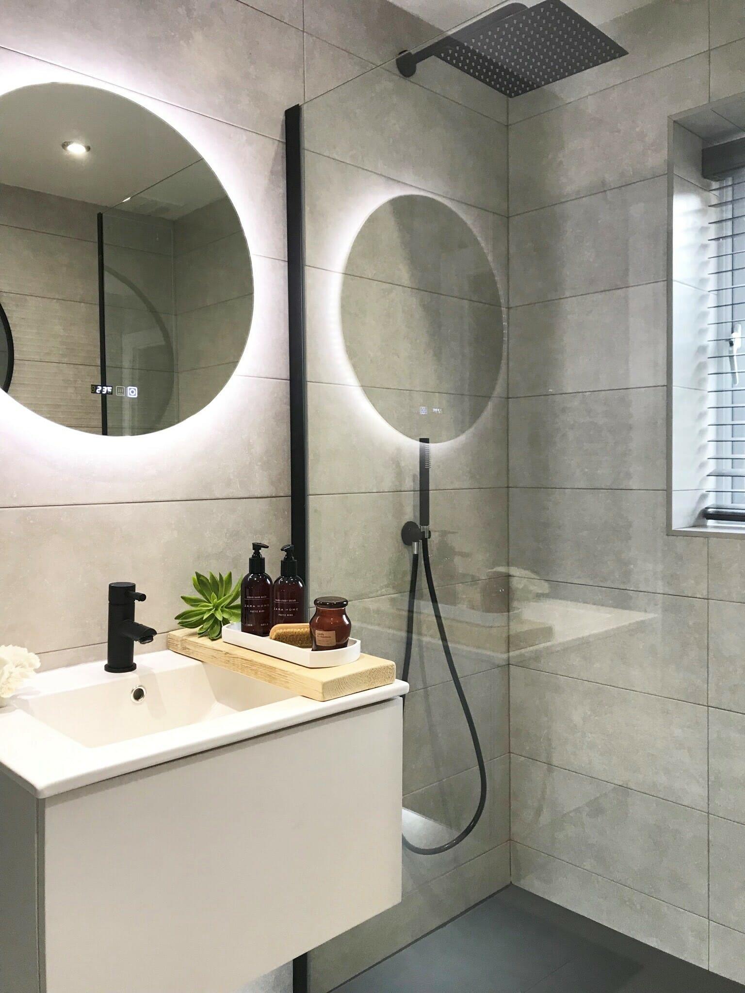 customer oxley bathroom storage image