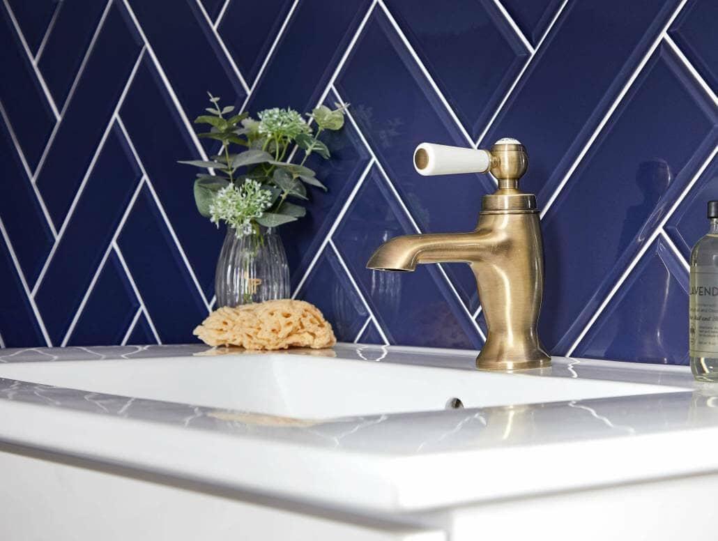 mono traditional basin tap