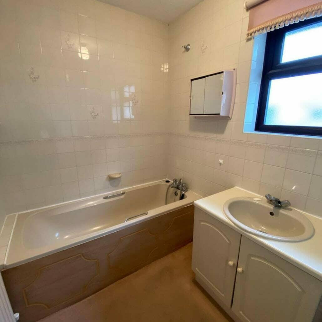 Oude badkamersuite met ligbad